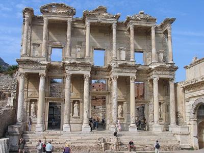 De Celsus bibliotheek in Efeze dateert van 135 AD